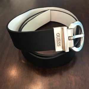 NWT Guess Unisex Reversible Black and White Belt